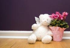 Orso e fiori Fotografie Stock Libere da Diritti