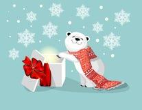 Orso polare con la sciarpa ed il regalo rossi con l'arco rosso su bacjground blu con il fiocco di neve illustrazione di stock