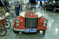 Orso in vecchia automobile ZIM del giocattolo Fotografia Stock Libera da Diritti