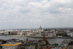 Orszaghaz panorama i Budapest Royaltyfria Bilder