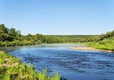 Ort des Mischens der Flüsse Chusovaja und Sulem stockfotografie