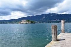orta san för giulio öitaly lake Nordliga italienska lakes Royaltyfri Foto