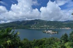 orta san för giulio öitaly lake Nordliga italienska lakes Royaltyfria Bilder