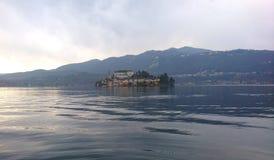 Orta San Giulio nel lago Orta fotografia stock libera da diritti