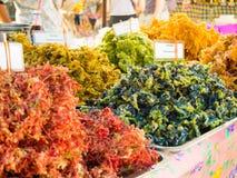 Ortaggi e fiori fritti nel grasso bollente Immagine Stock