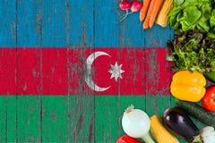 Ortaggi freschi dall'Azerbaigian sulla tavola Cottura del concetto sul fondo di legno della bandiera fotografia stock libera da diritti