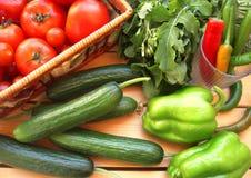 Ortaggi freschi dall'azienda agricola, dai pomodori, dal pepe, dai cetrioli e dalla rucola Immagini Stock Libere da Diritti