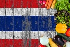 Ortaggi freschi dalla Tailandia sulla tavola Cottura del concetto sul fondo di legno della bandiera immagine stock