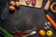 Ortaggi freschi per la dieta sana su una tavola rustica Vista superiore Immagine Stock Libera da Diritti