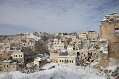 Ortahisar村庄全景在卡帕多细亚,土耳其 库存照片