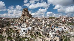 Ortahisar - una vecchia città della roccia Immagine Stock
