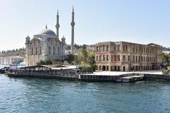 Ortakoy清真寺博斯普鲁斯海峡伊斯坦布尔,土耳其 免版税库存图片