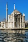 Ortakoy清真寺在伊斯坦布尔,土耳其 库存图片