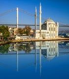 Ortakoy清真寺在伊斯坦布尔 免版税图库摄影