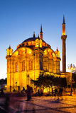 Ortakoy清真寺在晚上 免版税图库摄影