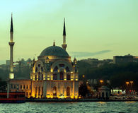 Ortakoy清真寺Bosphorus,伊斯坦布尔,土耳其 库存图片