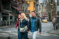 Ortakoy gatafotografi i Istanbul, Turkiet Royaltyfri Bild