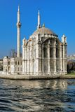 Ortakoy-Moschee in Istanbul, die Türkei stockbilder