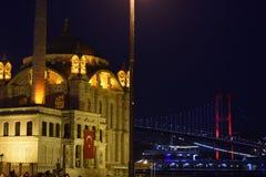 Ortakoy Moschee nachts stockfotos