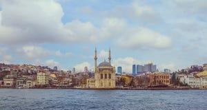 Ortakoy-Moscheen-Moschee von Sultan Abdulmecid auf dem Bosphorus herein Stockbilder