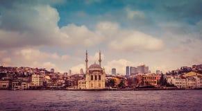 Ortakoy-Moscheen-Moschee von Sultan Abdulmecid auf dem Bosphorus herein Lizenzfreies Stockfoto