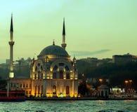 Ortakoy moské Bosphorus, Istanbul, Turkiet Arkivbilder