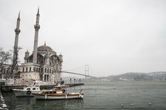 Ortakoy moské (Buyuk Mecidiye Camii) Arkivbilder