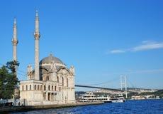 Ortakoy moské i Istanbul Arkivfoton