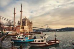Ortakoy moské i Istanbul Royaltyfri Bild