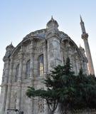 Ortakoy moské och Bosphorus bro i Istanbul Turkiet Royaltyfri Bild