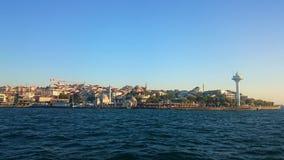 Ortakoy moské och Bosphorus bro, Istanbul, Turkiet royaltyfria foton