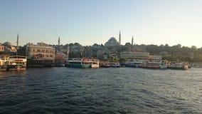 Ortakoy moské och Bosphorus bro, Istanbul, Turkiet royaltyfri bild