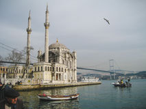 Ortakoy moské på den Bosporus floden i Istanbul royaltyfri foto