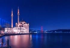 Ortakoy moské på natten royaltyfri fotografi