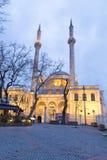 Ortakoy moskésikt i Ortakoy Ortaköy moské officiellt ¼en K Mecidiye Camii, storslagen imperialistisk moské för BÃ-¼yà av lmecid  Royaltyfri Foto