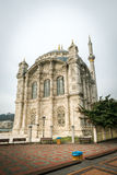 Ortakoy moskéyttersida i Istanbul, Turkiet Arkivbilder