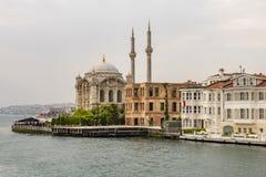 Ortakoy mosk? och fyrkant i istanbul allm?n sikt fr?n ortakoy med bosporus och historiskt arkivfoton