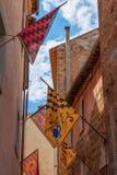Orte, Umbria, Włochy Wąska ulica miasteczko dekorował z obraz royalty free