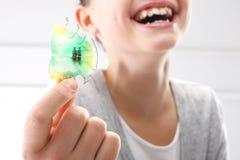 Orthodontie, schönes Lächeln Lizenzfreies Stockbild