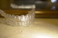 Orthodonties dentaires transparentes de correction images libres de droits