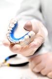 Orthodontische trainer, de kans van een mooie glimlach Royalty-vrije Stock Foto