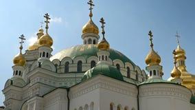 Orthodox Christelijk klooster Gouden koepels van kathedralen en kerken, Kiev-Pechersk Lavra Monastery stock footage