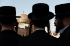 Orthodox Jews and Al-Aqsa Mosque. JERUSALEM - AUGUST 24: Ultra-orthodox Jews stand silhouetted against the dome of the Al-Aqsa Mosque in Jerusalem's Old City Royalty Free Stock Image