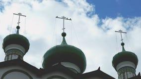 Orthodox klooster op de achtergrond van wolken stock video