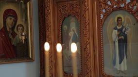 Orthodox pictogram in de kerk stock videobeelden