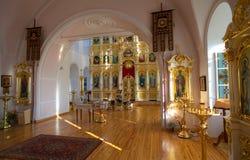 Orthodox Russisch traditioneel kerkbinnenland stock foto