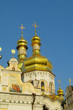 Orthodoxe christelijke kerk met gouden koepel Stock Afbeelding