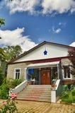 Orthodoxe Gemeinde des Heiligen Nicholas Church im Dorf von Saratovskaya Stockfotografie