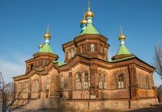 Orthodoxe hölzerne Kirche Stockbilder