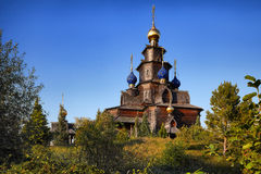 Orthodoxe Holzkirche. The Russian church brought from Arkhangelsk Stock Image
